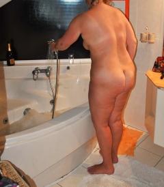 Bath, in bad, gebukt