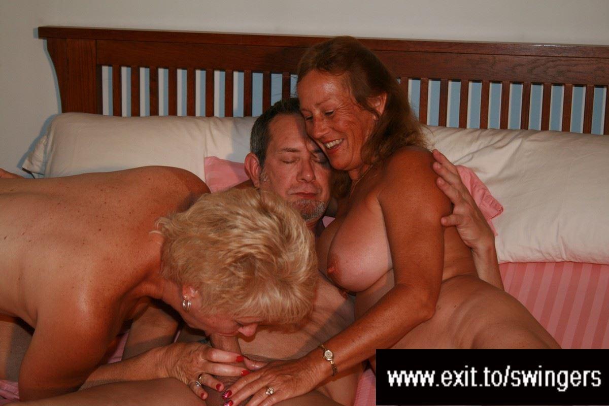 Lesbian piss bukkake