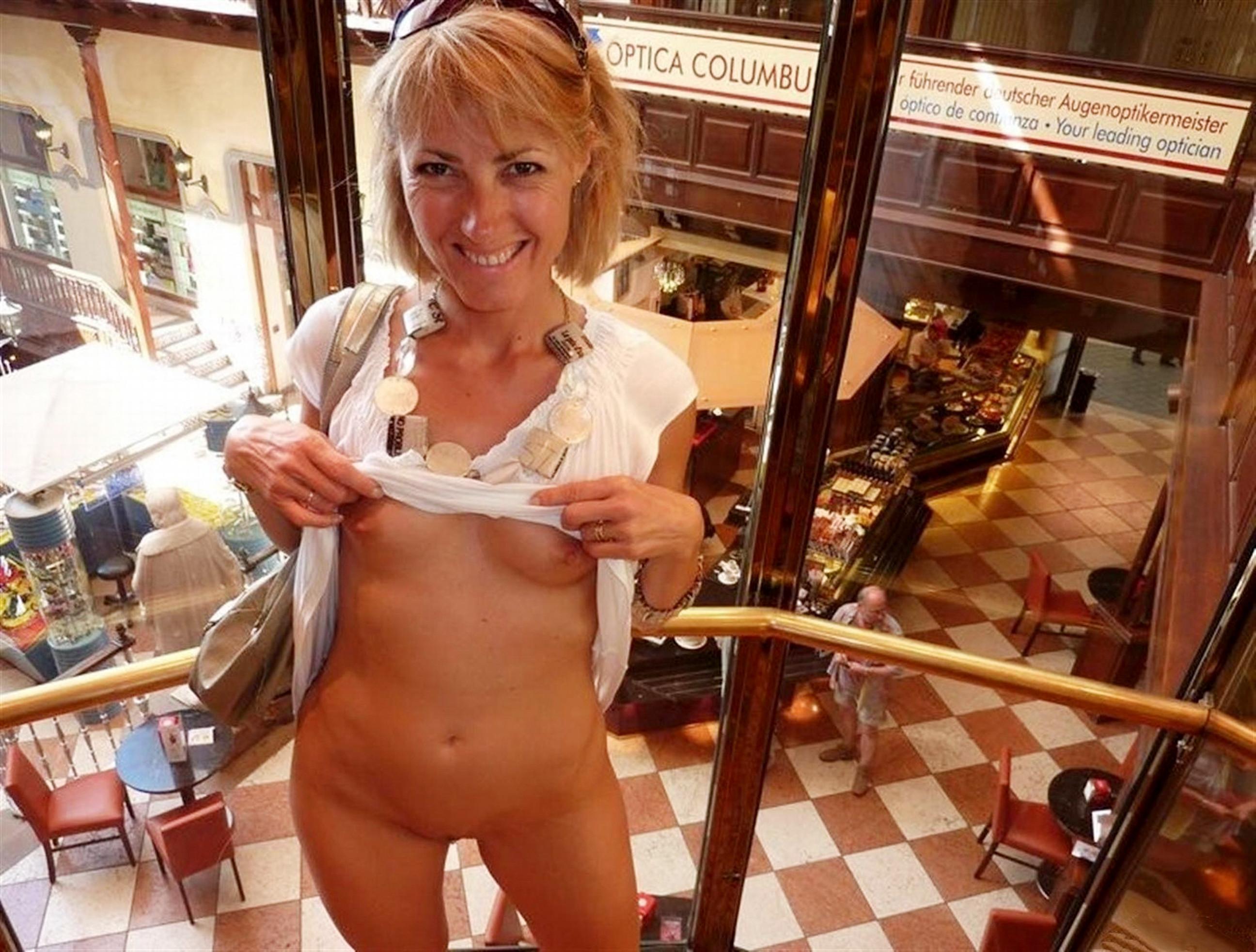 Flash nudity moms adult movies