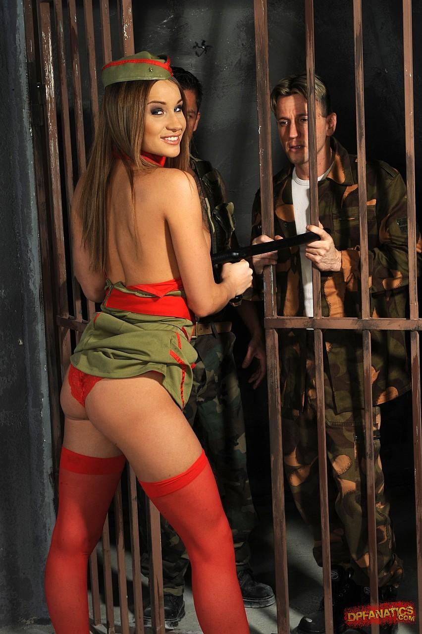 Трахнув девушку военной формы 9 фотография