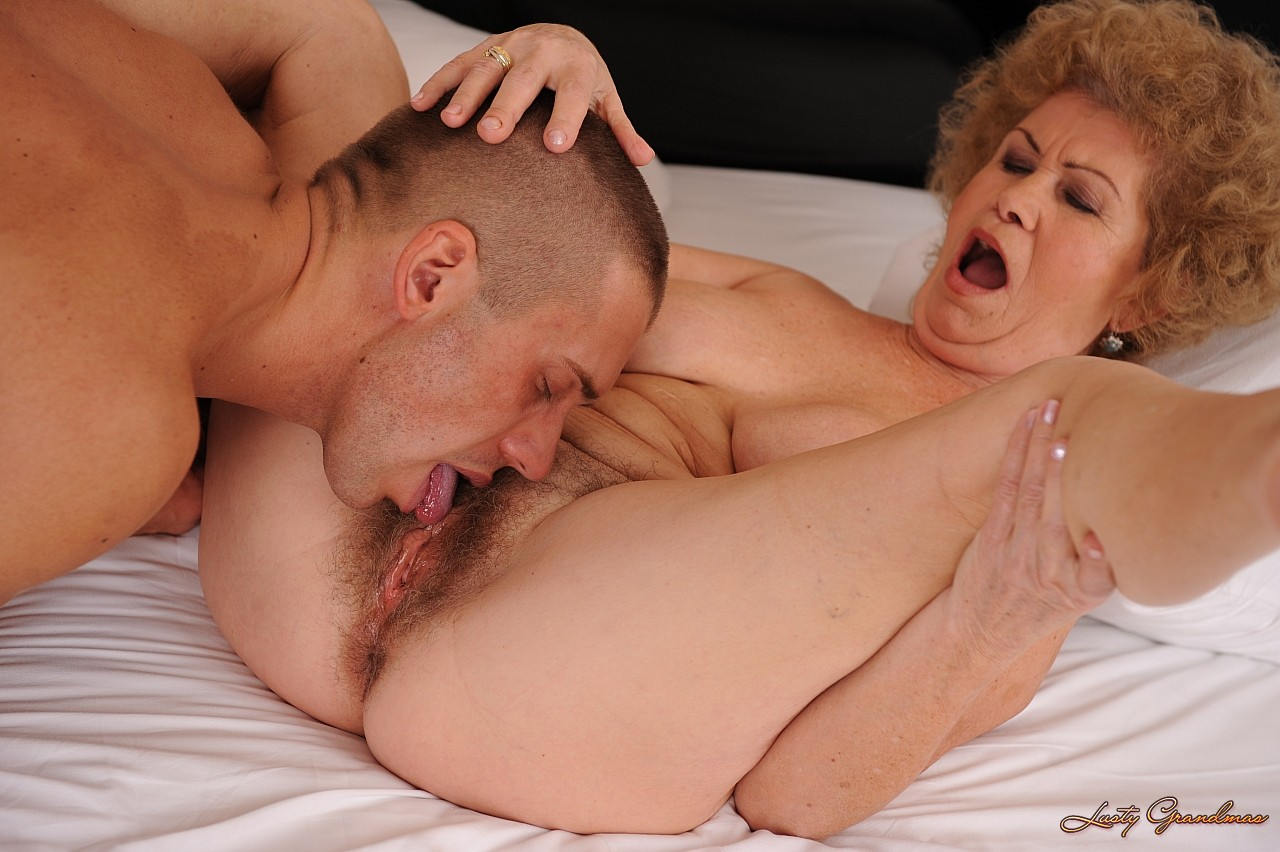 Старые бляди 60 лет мастурбируют