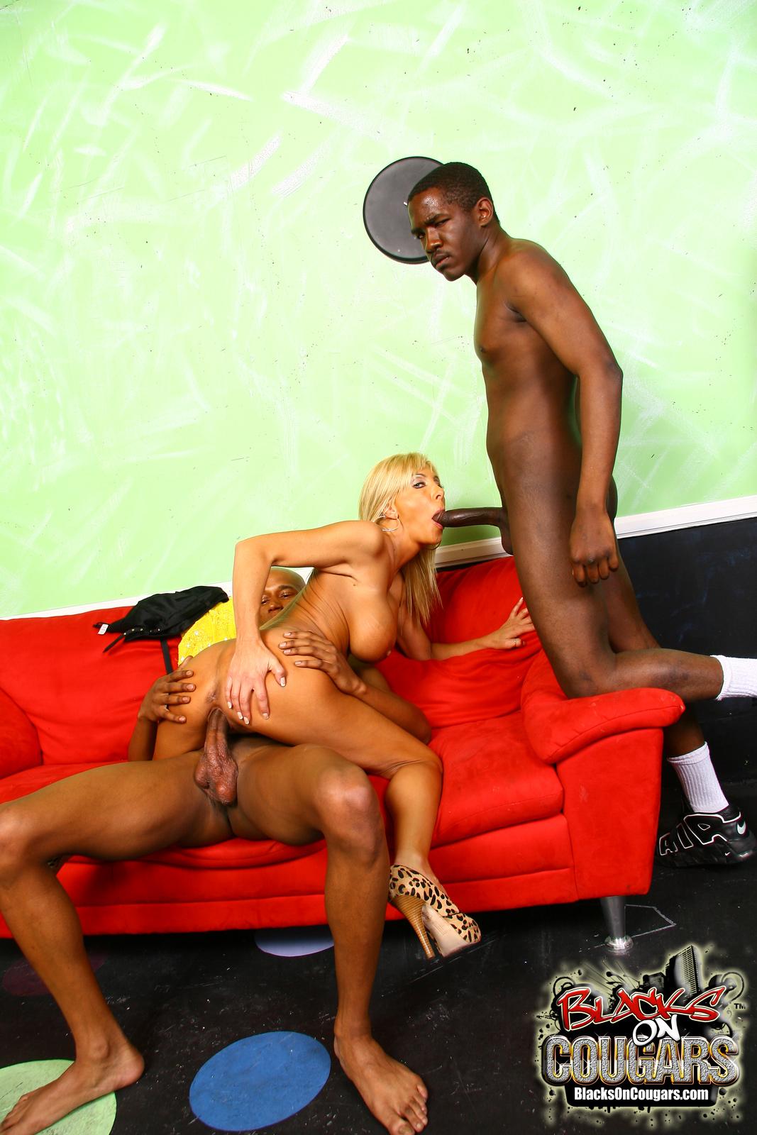 seks-negr-blondinka-erotika