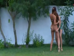 german-chicks-watersports-in-the-garden