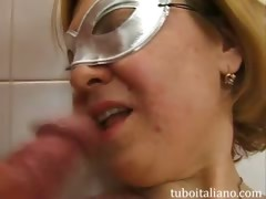 trombata in bagno 40nne italiana WWW.ONSEXO.COM
