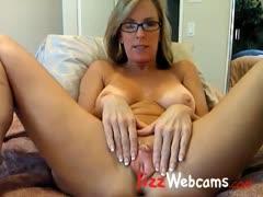 milf-spreads-large-pussy-lips-on-webcam