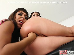 oh my. jeny b fists shanis booty wide open. then watch shanis –  احلى سكس ونيك تعديب