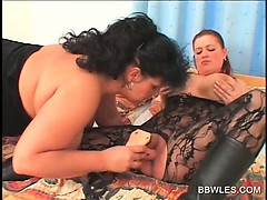 bbw-lesbo-in-pantyhose-gets-twat-dildo-fucked