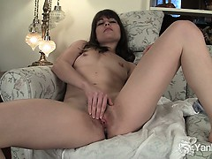 sexy-babe-indica-pleasing-her-sweet-quim
