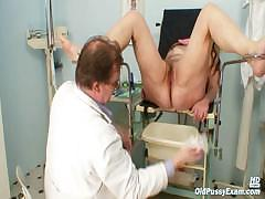 mature-woman-stazka-gyno-speculum-real-pussy-examination