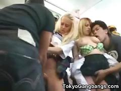 white-teens-undressed-in-japan