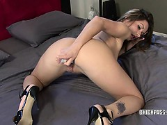 horny-college-girl-candy-fucks-her-twat-with-a-toy