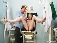 gynecological-pussy-exam-of-naturaly-big-titted-blondie