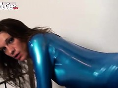 horny-latex-amateur-fiona-drilled-with-a-strap-on
