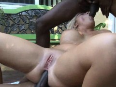 seductive-sexy-blonde-babe-blowjob-and-banged-in-the-jacuzzi