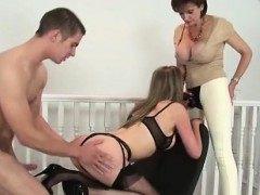 brit-lady-sonia-fingers-pussy