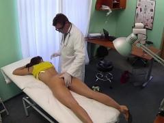 doctor-fucking-stunning-babe-on-examination-table