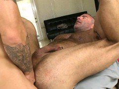 raucous-massage-with-homosexual-men