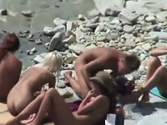 amateur-beach-couples