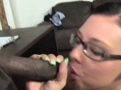femdom-babe-face-sits-on-loser