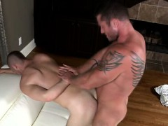 gay-muscle-man-fucks-a-bottom-peg-boy