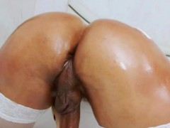 voluptuous-shemale-thalya-brazil-looks-so-hot-on-her-solo