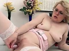 mature-woman-masturbating-in-the-office