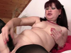 wife-finds-her-mom-and-bf-together