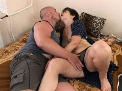 mama-serves-juice-and-pussy-in-bed