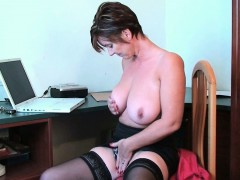 porn-gets-mom-s-pussy-juice-flowing