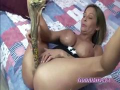petite-leeanna-stuffs-her-twat-with-big-corn-cobs
