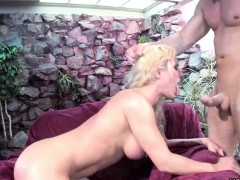 blonde-babe-rides-the-dick-with-a-vengeance