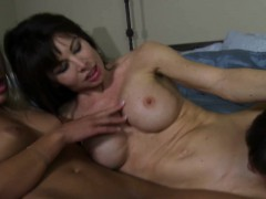 nympho-bigtitted-cougar-fucks-in-threeway