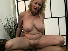 hot-slut-ball-sucking