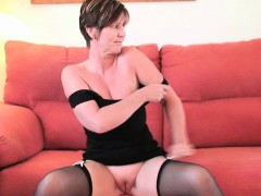 british-finest-milf-joy-exposes-her-natural-beauty