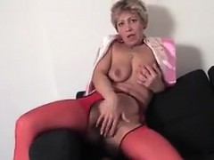mature-pussy-fingering-and-squirting