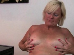 at-five-o-clock-mom-s-pantyhose-come-down