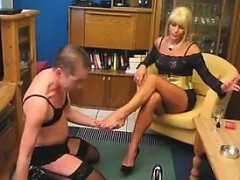 mean-blonde-woman-gets-her-body-worshipped