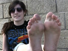 european-girls-dirty-soles-outdoors