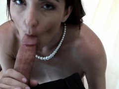 milf-realtor-offered-cash-for-sex-on-top-of-her-commision