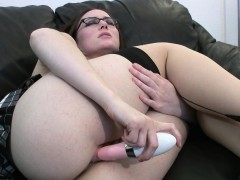 hot-milf-toys-her-wet-pussy