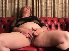 phat-ass-mature-dildoing-her-big-horny-twat