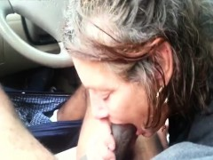 White mature pussy takes black dick in the car