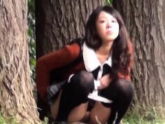 japanese-sluts-public-pee