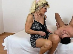 beate-a-hot-legs-mom-boy-facesitting-and-pussy-eating