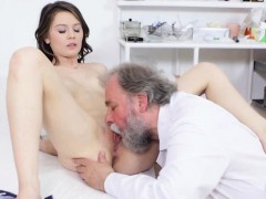 beautiful-hoe-gets-her-pussy-examined-by-doctor