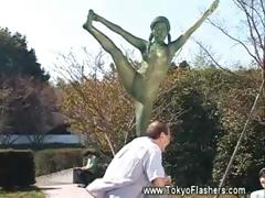 naked-asian-girl-statue-comes-alive