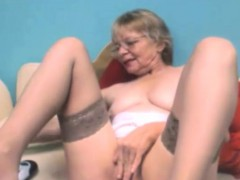 amateur-horny-granny-fingers-pussy