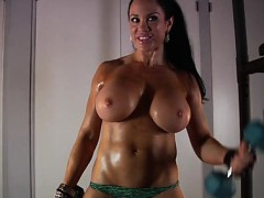 samantha-kelly-huge-boobs-workout