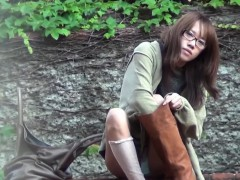 japanese-teen-shows-pussy