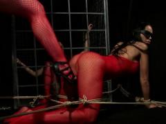 female-sub-learns-discipline